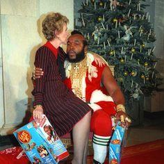 Santa Claus is coming to town #Santander #christmas #holidays #tistheseason #holiday #winter #instagood #happyholidays #elves #lights #presents #gifts #gift #tree #decorations #ornaments #carols #santa #santaclaus #christmas2016 #photooftheday #love #xmas #red #green #christmastree #family #jolly #snow #merrychristmas