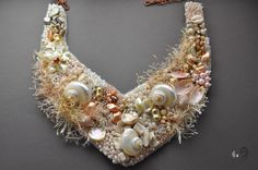 Collier en broderie de perles et coquillages. Love this collar!  Curleytop1.