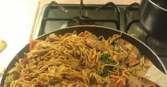 Whenever I go to a Chinese restaurant I always fill up on chicken chow mein, noodles anything like that because it& my favourite and no sh. Slimming World Pasta Dishes, Slimming World Recipes Syn Free, Slimming World Diet, Slimming Word, Chicken Chow Mein, Chinese Takeaway, Cooking Recipes, Healthy Recipes, Chicken Asparagus