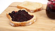 Quick Blueberry Jam ~ Give leftover fruit new life by turning it into homemade jam! Jam Recipes, Great Recipes, Smoothie Popsicles, Healthy Snacks, Healthy Eating, Fruit Preserves, Blueberry Jam, French Toast Bake, Brunch