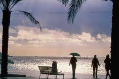 Entre pluie et éclaircies à Nice sur la Promenade des Anglais #storm #Nice #France #Frenchriviera #sea #stormy