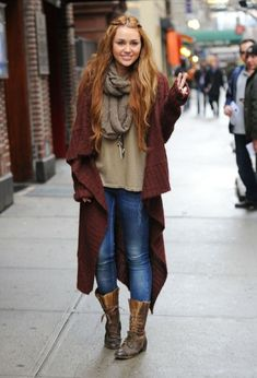 burgundy-knit-cardigan-outfit- Fall burgundy outfit ideas http://www.justtrendygirls.com/fall-burgundy-outfit-ideas/