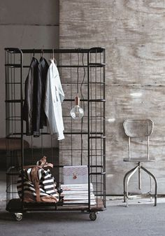 Tudo sobre o estilo industrial de decoração, super em alta no momento. Fotos, dicas e exemplos de uso.