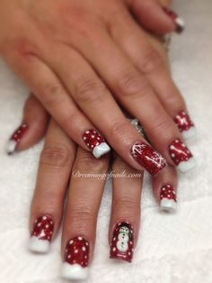 8 adorable snowflake nails you will love this Christmas!