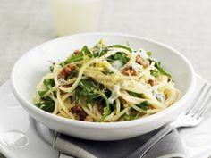 Rezept: Pasta mit Rucola, Walnüssen und Zitrone