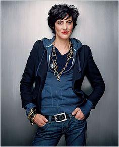 How does she look so good in a hoodie?! Pinspiration indeed.   Une femme d'un certain age: Le shopping avec Inès de la Fressange