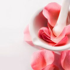 How to Use Rose Petals for Their Skin Benefits 8 Rose Petal Recipes for Beautiful Skin: Rose Skin Benefits and Recipes Skin Care Routine For 20s, Sensitive Skin Care, Beauty Recipe, Skin Brightening, Diy Skin Care, Rose Petals, Organic Skin Care, Beauty Tips, Beauty Secrets