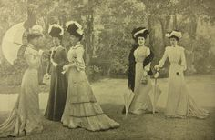Women of society in their long white dresses during the Belle Epoque Antique Photos, Vintage Pictures, Vintage Photographs, Old Pictures, Old Photos, Time Pictures, Victorian Women, Edwardian Era, Edwardian Fashion