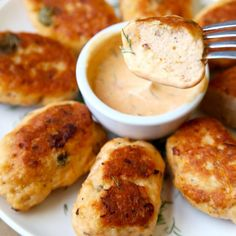Healthy Salmon Croquettes with Dill and Sriracha Mayo Dipping Sauce. Easy, tasty and only 10 minutes to prep!