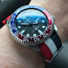 Seiko Skx007 Mod, Seiko Mod, Modern Watches, Vintage Watches, Watches For Men, Seiko Mechanical Watch, Seiko Watches, Wristwatches, F21