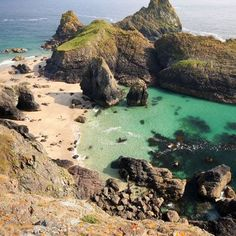 Kynance Cove and Asparagus Island, Cornwall, England, U. Places To Travel, Places To See, Hidden Places, Cornwall Beaches, Devon And Cornwall, West Cornwall, Into The West, Hidden Beach, British Isles