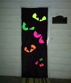 Fun and Cute Halloween Door Decorations Yeux Halloween, Halloween 2019, Holidays Halloween, Spooky Halloween, Halloween Crafts, Halloween Party, Deco Porte Halloween, Halloween Classroom Decorations, Halloween Bulletin Boards
