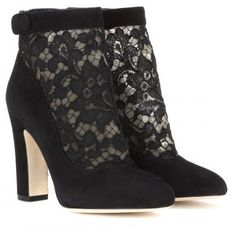 Bottines en dentelle Solstiss par Dolce and Gabbana.  Boots with Solstiss Lace by Dolce and Gabbana.