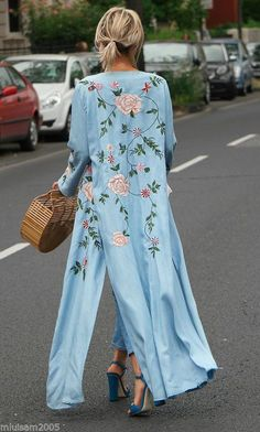 Long dress with V-neck and kimono sleeves. Kimono Diy, Mode Kimono, Kimono Outfit, Kimono Jacket, Kimonos Fashion, Fashion Outfits, Womens Fashion, Moda Hippie, William Turner