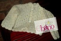 Saquito tejido color hueso (Knit baby jacket, color bone)