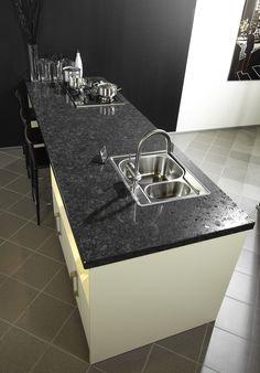 Kookeiland met granieten keukenblad van Arte - Artegraniet - tips en tricks voor het onderhoud en impregneren van een granieten keukenblad