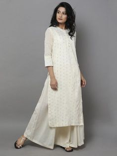 An off white kurta is a must have in your wardrobe. Style it with a wide legged flared plazzo pant and a pair of mojri or flats. Now that's being comfortable and stylish together. Pakistani Dresses, Indian Dresses, Indian Outfits, Indian Attire, Indian Wear, Indian Fashion, Boho Fashion, Hijab Fashion, Fashion Dresses