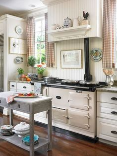 Look at that stove! This is a small kitchen? :-) (Small Kitchen with Special Touches) home vintage kitchen decorate stove small Cozy Kitchen, New Kitchen, Vintage Kitchen, Vintage Stove, Kitchen Stove, Awesome Kitchen, Kitchen Small, Kitchen Shelves, Kitchen Dining