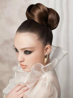 Wedding Hairstyles for Long Hair - Bridal hairstyles for long hair give you the biggest freedom to create an unforgettable look for your big day. Get inspired with the best wedding hairstyles, updos and downdos!