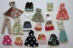 Não vale a pena gastar muito dinheiro em roupas de boneca. É muito melhor cria-las através de diversos moldes, cada um feito para diferentes peças, desde shorts até vestidos.