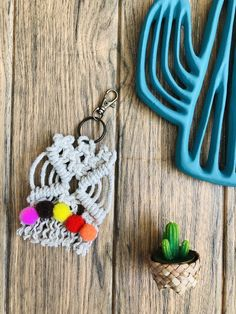 Excited to share this item from my shop: Keyring Macrame & Pompom House Warming, Macrame, Gift Wrapping, Etsy Shop, Personalized Items, Trending Outfits, Unique Jewelry, Stylish, Handmade Gifts
