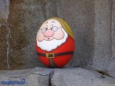 Basteln [TDL] Disney's Easter - Egg Hunt in Tokyo Disneyland 2014 Stone Crafts, Rock Crafts, Disney Easter Eggs, Easter Bunny, Egg Pictures, Egg Shell Art, Easter Egg Designs, Plastic Easter Eggs, Ukrainian Easter Eggs