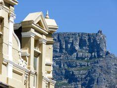 Von fast einem Jahrzehnt Leben und Arbeiten in Kapstadt habe ich dir die besten Tipps und meine Erfahrung mitgebracht, damit auch deine Auswanderung nach Südafrika prima klappt. Mount Rushmore, Louvre, Mountains, Building, Nature, Travel, Europe, Cape Town, New Life