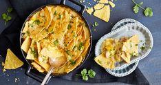Chilin ja curryn makuinen broileri-paprikakastike saa rapean ja juustoisen nachokuorutteen. Tämä suolainen herkku sopii täydellisesti kaveriporukan illanistujaisiin tai leffaillan naposteltavaksi.