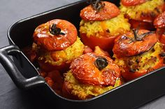 Tomates farcies (Faites l'impasse sur le paragraphe de la recette ! Stuffed tomatoes (Skip the first paragraph of the recipe! Raw Food Recipes, Veggie Recipes, Dinner Recipes, Cooking Recipes, Healthy Recipes, Paleo Food, Vegetarian Cooking, Vegetarian Recipes, Plat Vegan