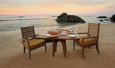 Sunrise breakfast on the beach