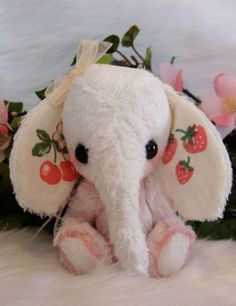 Miniature artist elephant Lucy by Loveable Treasures Pink Shabby Chic Antique Girls Gift Baby Nursery The Effective Pictures We Offer You About homemade Stuffed Animals A quality picture can tell you Kawaii Plush, Cute Plush, Cute Stuffed Animals, Cute Animals, Sock Animals, Shabby Chic Antiques, Cute Toys, Baby Girl Gifts, Plushies