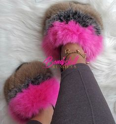 Fluffy Shoes, Cute Slides, Comfy Shoes, Pretty Shoes, Shoe Game, Swagg, Me Too Shoes, Ciabatta, Girly