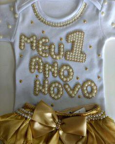 Body de Ano Novo aplicado com pérolas Mais informações chamar imbox Enviamos para todo o Brasil Kids Summer Dresses, Girls Dresses, Maria Valentina, Small Baby, Baby Decor, Baby Wearing, Baby Dress, Tutu, Headbands