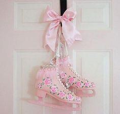 Pink Skates, so pretty! Pink Love, Cute Pink, Pretty In Pink, Pretty Roses, Beautiful Roses, Roller Skating, Ice Skating, Style Kawaii, Diy Mode