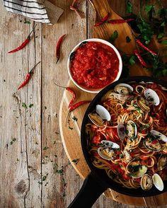 """""""On the blog: Spicy Spaguetti Vongole, link in profile ------ ¡¡¡Qué hambre tengo!!!Almuerzo listo esperando a ser servido. La receta en el blog, link…"""""""