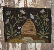 ~Primitive *BEE SKIP & FLOWERS* Hooked Rug~ Maggie Bonanomi Pattern