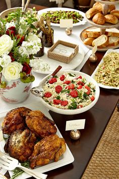 How to set up a buffet on your dining room table -- just what you need to know before hosting this holiday season!