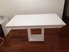 mesa em resina branca base central tpo chanfrado 1.40 x 0,80