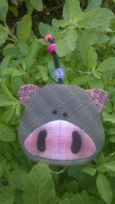 Pig key cover by Munkongshop on Etsy Felt Crafts, Fabric Crafts, Diy And Crafts, Key Key, Key Covers, Sewing Appliques, Craft Bags, Kits For Kids, Key Chain