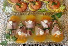 -- 2,5 szklanki wody           --- warzywa (marchew,pietruszka w korzeniu,seler,por)           --- 2 liście laurowe           --- 4 ziarna ziela angielskiego           --- 2 duże ząbki czosnku pokrojone w większą kostkę (lub 4 małe)-ważne           --- szczypior           --- 2 połówki brzoskwiń           --- 1 galaretka cytrynowa           --- troszkę majonezu do dekoracji           --- sól i pieprz           --- sok z cytryny do dosmaczenia galarety           --- twarożek sm...