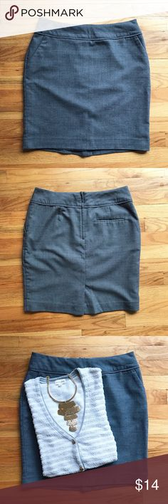 """H&M gray pencil skirt Super cute gray pencil skirt from H&M. Excellent used condition; no flaws. Skirt is fully lined. Measures about 19"""" long. Size US 10 but I find H&M to run a bit small. H&M Skirts Pencil"""