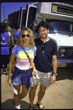 And have you ever SEEN a couple look so great in vacation clothes? | Sarah Jessica Parker And Robert Downey Jr. Were The It Couple Of The '80s
