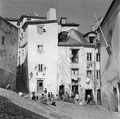 Alfama, Lisboa, Portugal Fotógrafo: Estúdio Horácio Novais. Fotografia sem data. Produzida durante a actividade do Estúdio Horácio Novais, 1930-1980.