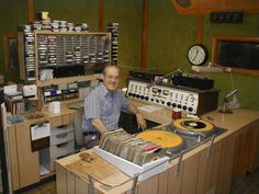 Ah yes, how a radio studio should look like! Google Image Result for http://www.retroaudiolab.com/pictures/keithward.jpg
