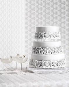 8 Gorgeous Platinum Wedding Cakes That Are Metallic Masterpieces