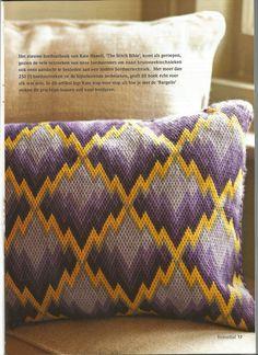 "Bargello kussen - uit het boek "" The stitch bible"" Bargello Patterns, Bargello Needlepoint, Bargello Quilts, Needlepoint Pillows, Needlepoint Stitches, Needlework, Celtic Cross Stitch, Cross Stitch Embroidery, Embroidery Patterns"