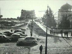 arkada 1913 yılında Mimar Mehmet Ali Talat tarafından yapılan Neoklasik 19.yy son dönem tarzı Beşiktaş İskelesi 1899da yapılan eski bir iskele yerine yapıldı.Sağda ise Barbaros Hayreddin paşanın türbesi yer alıyor.Çevre düzenlemeleri yapıldığı zamanlar. 1958