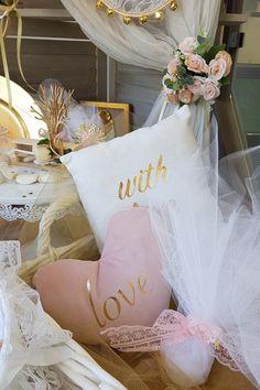 Ρομαντικός #diy γάμος με χρυσές λεπτομέρειες και λευκές αποχρώσεις. Πατήστε την εικόνα και δείτε ιδέες και προτάσεις για diy στολισμό γάμου. #weddingfavors #goldwhitewedding #elegantweddingdecor #elegantweddingdecoration #elegantcenterpiecce #whitewedding #weddingtrends #weddinginspiration #goldwedding #γαμος #διακοσμησηγαμου #γαμος2020 #μπομπονιερες #μπομπονιερεςγαμου #χειροποιητεςμπομπονιερες #wedding2020 #barkasgr #barkas #afoibarka #μπαρκας #αφοιμπαρκα #imaginecreategr Create, Wedding, Valentines Day Weddings, Weddings, Marriage, Chartreuse Wedding