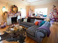 You probably know actor Lorenzo Lamas best from his role in '80s soap opera Falcon Crest or as Hector Ramirez on daytime soap opera The Bold and the Beautiful. See how designer Kelli Ellis uses shades of purple, gold and brown to create edgy holiday decor for actor Lorenzo Lamas and his family.