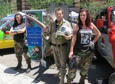 Dinosaur hunt at Phoenix Comicon 2015 with Geoff Notkin and the Space Rockettes.